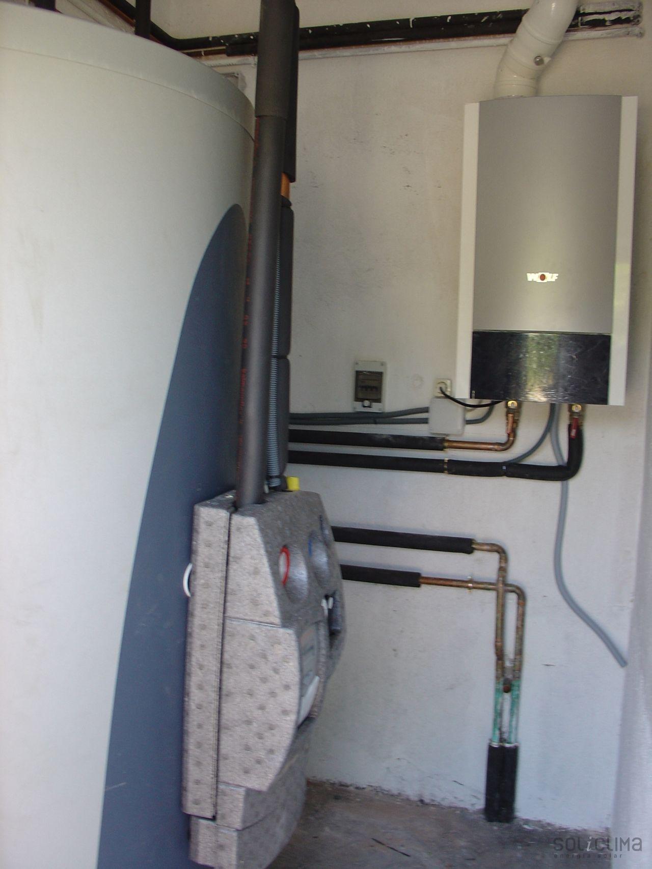 Suelo radiante agua caliente y calefacci n solar con for Calderas para calefaccion