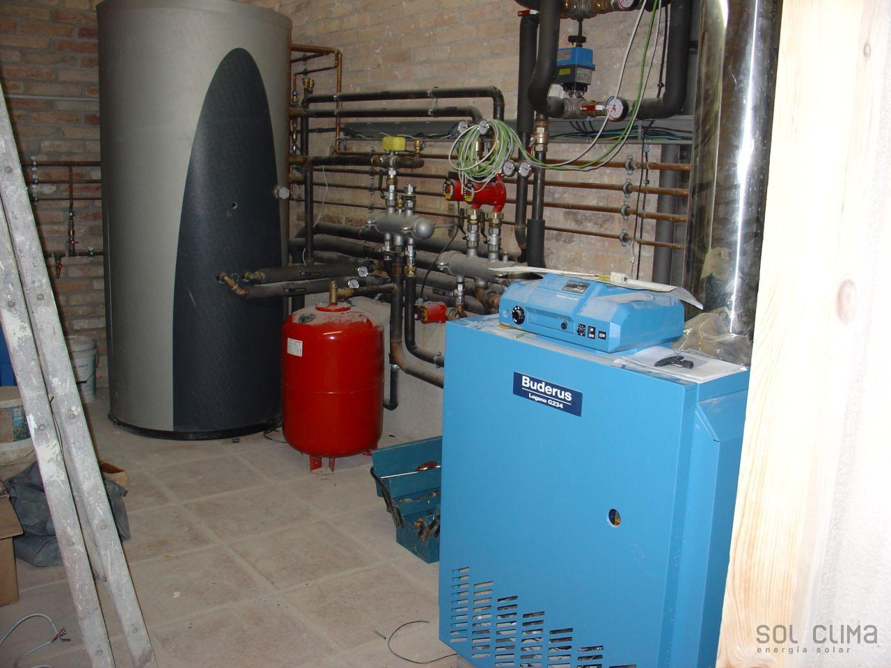 Instalacion energia solar fotovoltaica calefaccion for Calderas para calefaccion