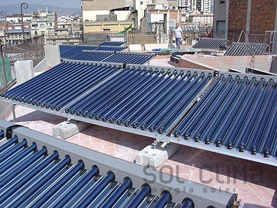 Instalacion destacada paneles solares barcelona for Placas solares barcelona