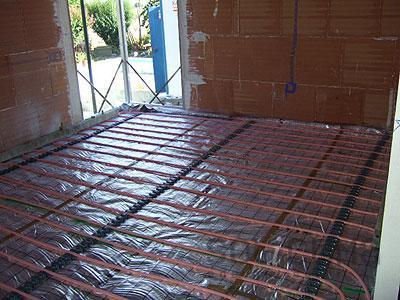 Casa residencial familiar suelo radiante consumo de agua for Suelo radiante agua